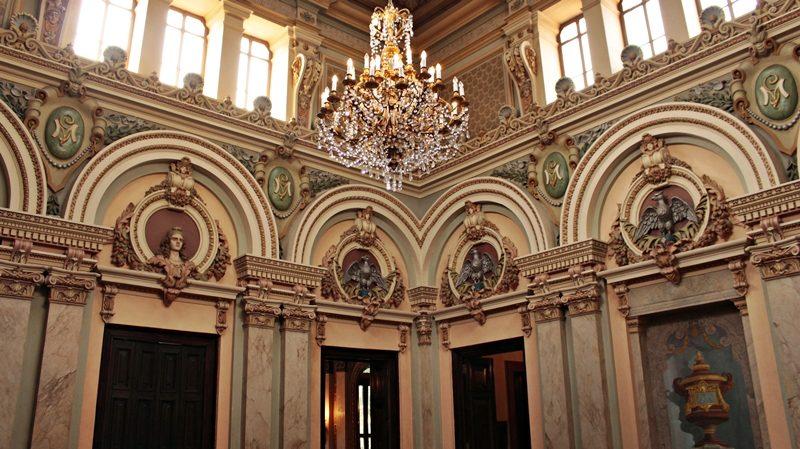 Hall da escadaria, no Palácio da Liberdade, em Belo Horizonte.