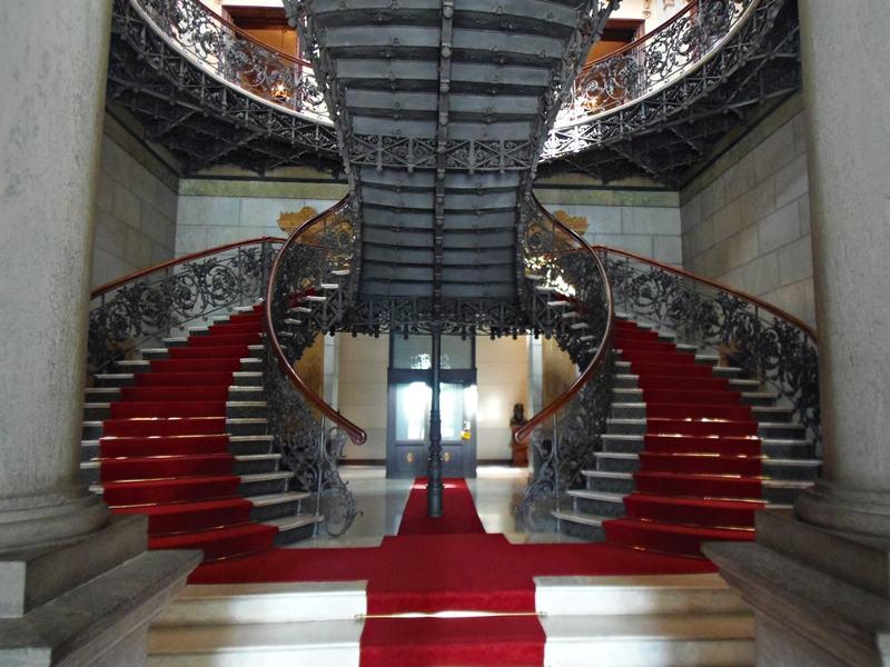 Escadaria do Palácio da Liberdade, com mármore carrara e ferro.