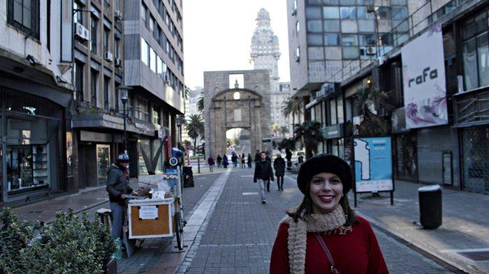 Peatonal Sarandi. Puerta de la Ciudadela e Palacio Salvo ao fundo