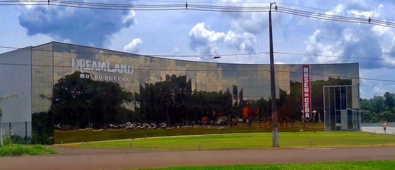No Museu de Cera de Foz do Iguaçu há esculturas em cera em tamanho natural, de pessoas e personagens.