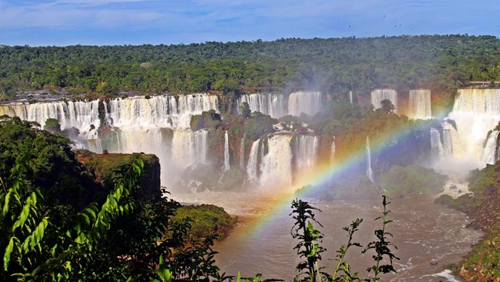 Uma das primeiras vistas das Cataratas do Iguaçu, que temos ao visitar o Parque Nacional do Iguaçu.