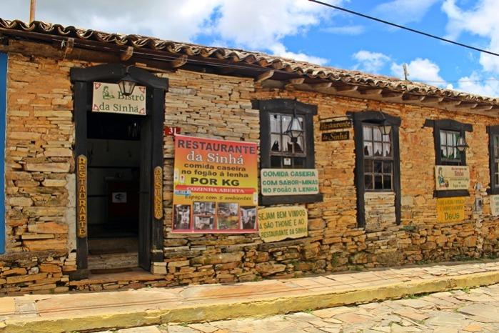 Onde comer em São Thomé das Letras: Restaurante da Sinhá. Restaurante self-service de comida mineira, em um lindo casarão de pedra.