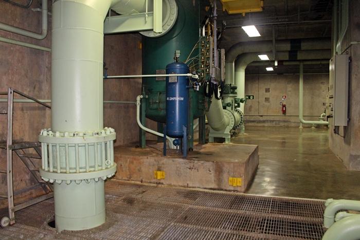 Interior da Usina de Itapu Binacional.