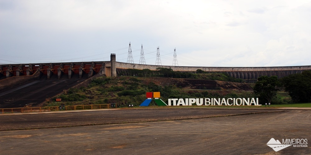 Mirante do Vertedouro, e Itaipu Binacional, visto durante o circuito Especial ou a Visita Panorâmica.