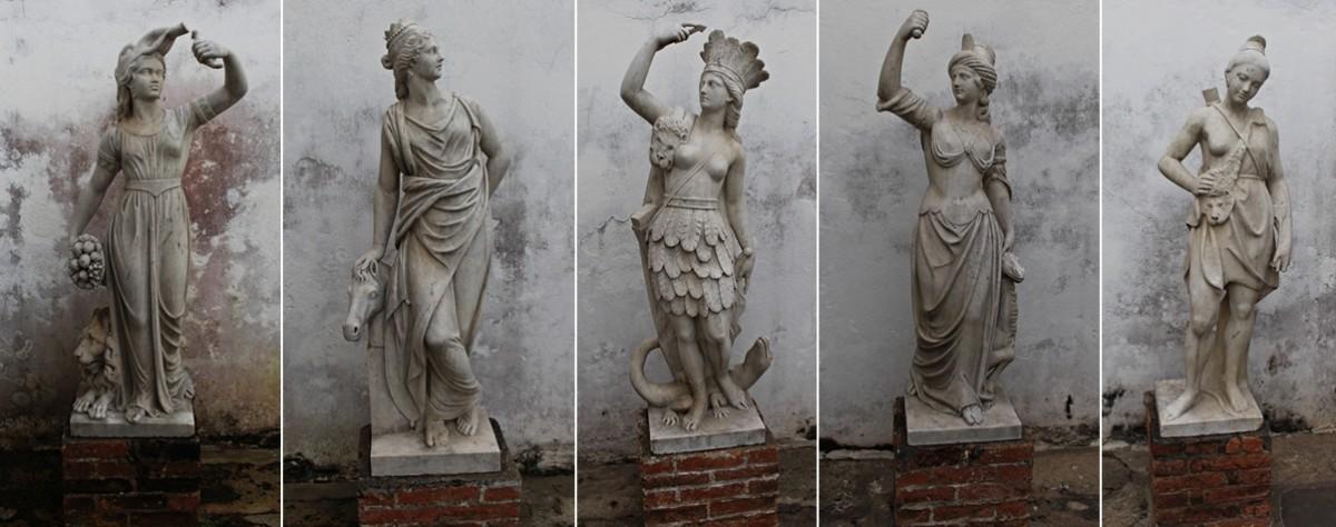Esculturas representando os cinco continentes