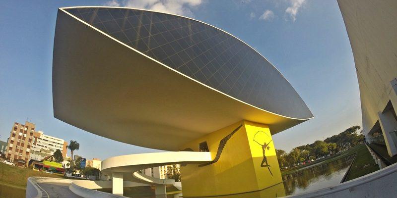 """Museu Oscar Niemeyer, o """"Museu do Olho"""", em Curitiba"""
