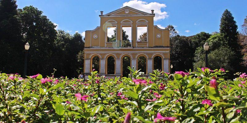 Visitando o Bosque Alemão, em Curitiba