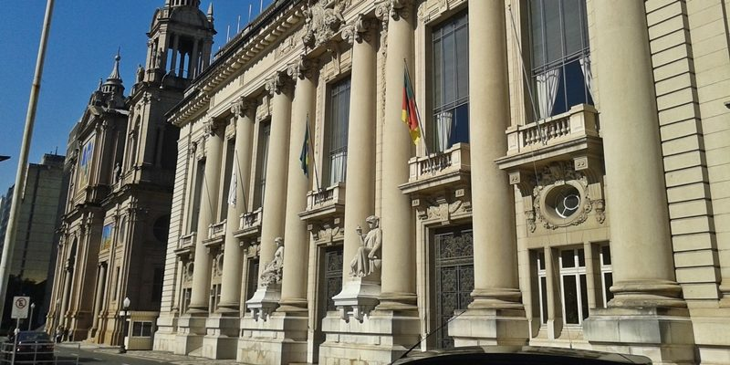 Porto Alegre: roteiro a pé pelo Centro Histórico