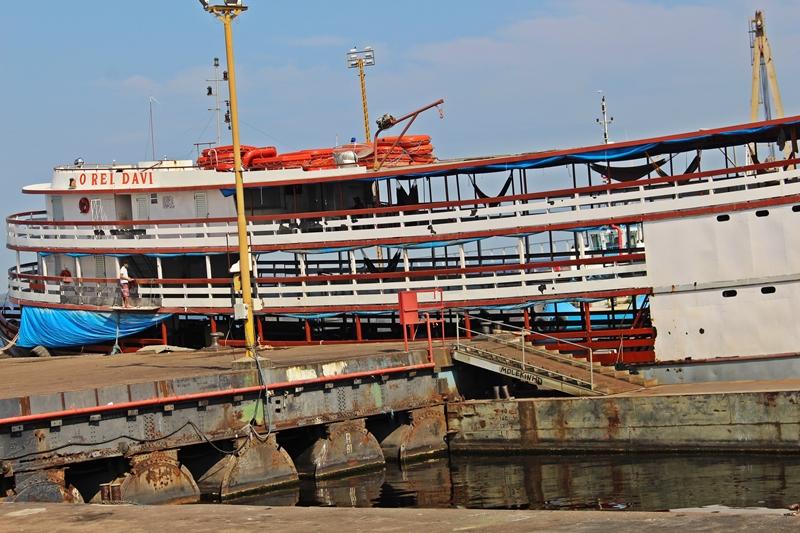 Barcos com redes