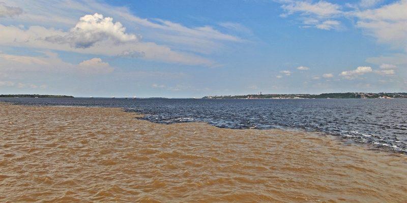 Manaus: o Encontro das Águas dos rios Negro e Solimões