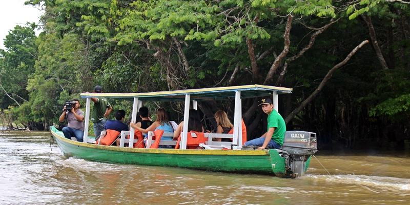 canoa motorizada