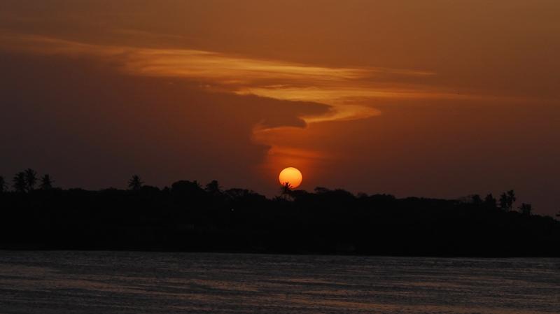 Pôr do sol visto da Primeira Rua, em Soure