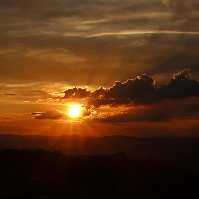 1ª mais curtida: Pôr do sol visto do mirante de São Thomé das Letras (MG)