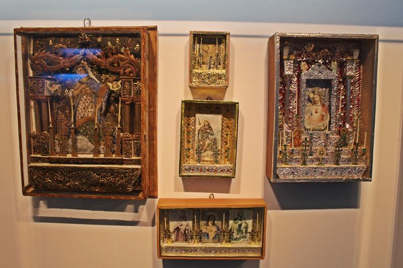 Oratórios de convento expostos no Museu do Oratório, em Ouro Preto.