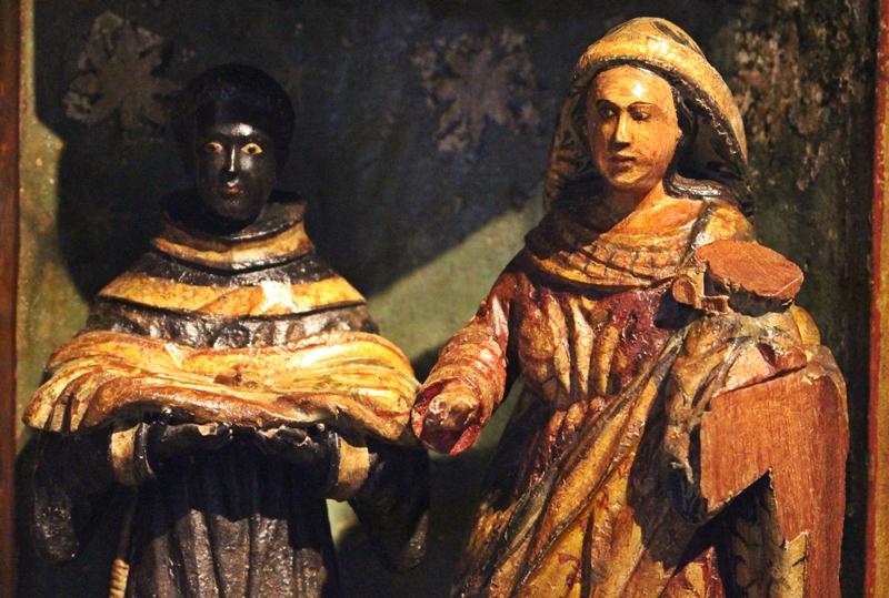 Detalhes de um Oratório bala de esmoler, usado para pedir esmolas, exposto no Museu do Oratório, em Ouro Preto.