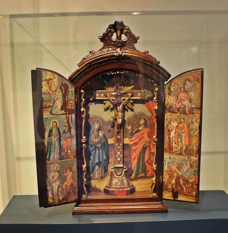 Oratório erudito exposto no Museu do Oratório, em Ouro Preto.