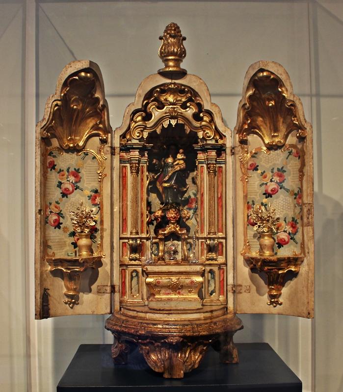 Oratório bala erudito exposto no Museu do Oratório, em Ouro Preto.
