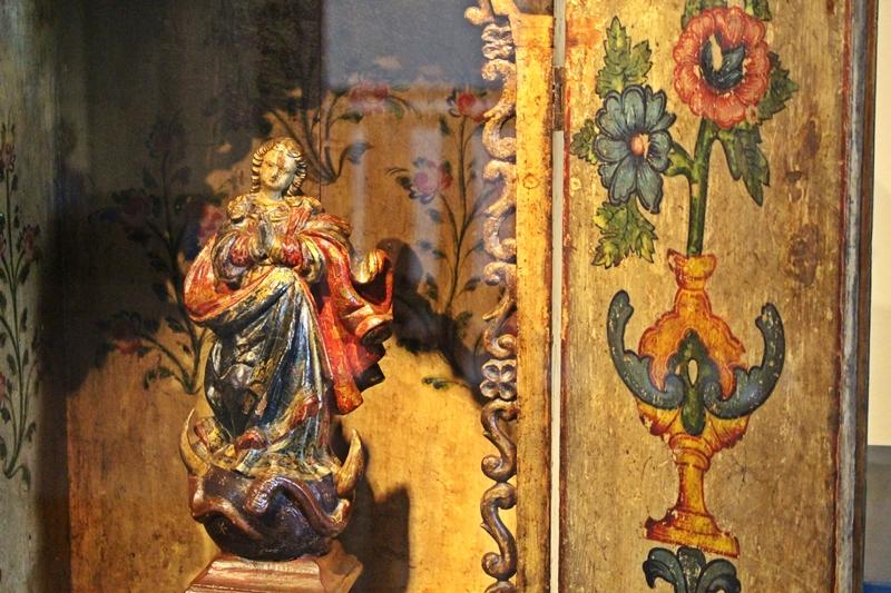 Detalhe de um oratório de salão exposto no Museu do Oratório, em Ouro Preto.