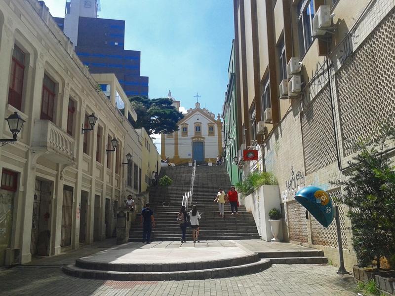 Igreja de Nossa Senhora do Rosário e São Benedito (O), cuja construção começou em 1787 e só terminou em 1830, no Centro Histórico de Florianópolis.