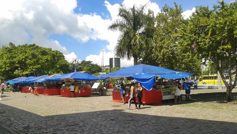 Feira no Largo da Alfãndega, no Centro Histórico de Florianópolis.
