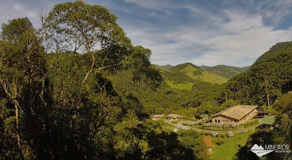 Pousada do Rio, hospedagem na zona rural de Gonçalves, Minas Gerais. A pousada fica no meio das montanhas da Serra da Mantiqueira.