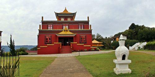 Templo Budista de Três Coroas, um pedacinho do Tibete no Brasil
