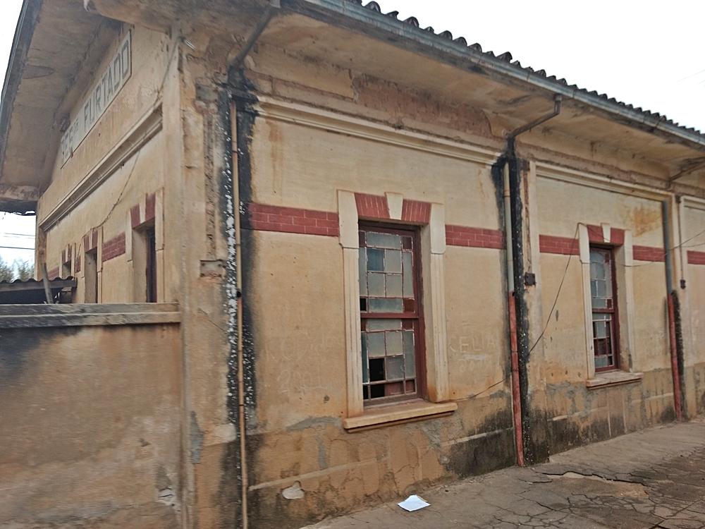 Estação de Desembargador Furtado, ainda sem restauração.