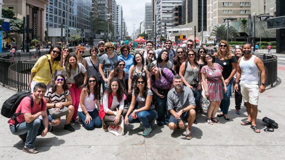 Blogueiros de viagem reunidos na Avenida Paulista, no domingo, último dia do Vem pra Sampa, meu!