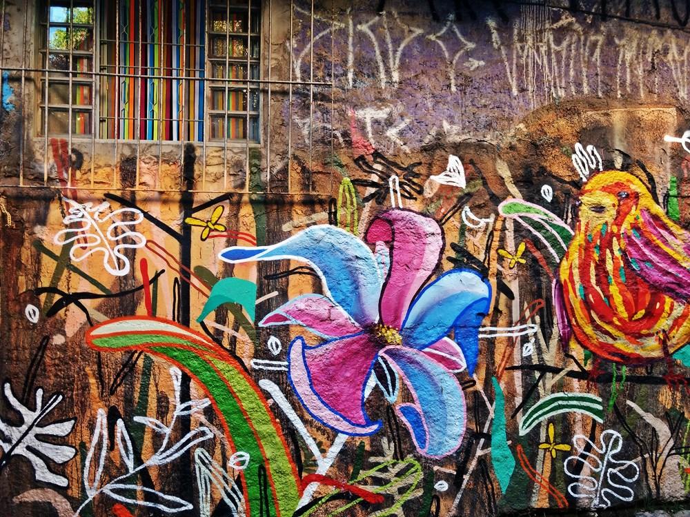 Um dos muitos painéis do Beco do Batman, ruela cheia de murais grafitados na Vila Madalena, em São Paulo