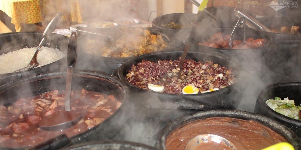 Feijão tropeiro, tutu, pão de queijo, doce de leite...Veja algumas comidas típicas de Minas Gerais. Surpreenda-se com tantas gostosuras.