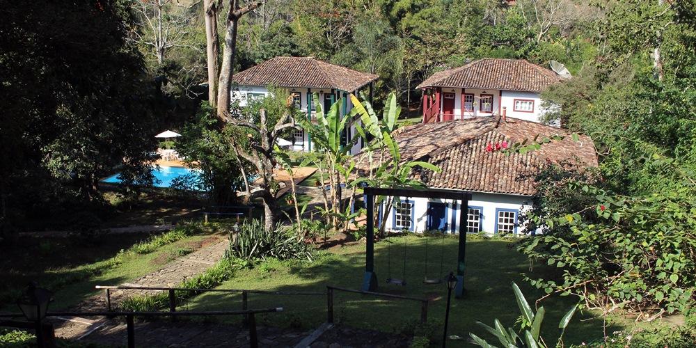 Casarões históricos e área verde da Pousada Solar dos Montes, no município de Santana dos Montes, a 130 quilômetros de Belo Horizonte, em Minas Gerais.