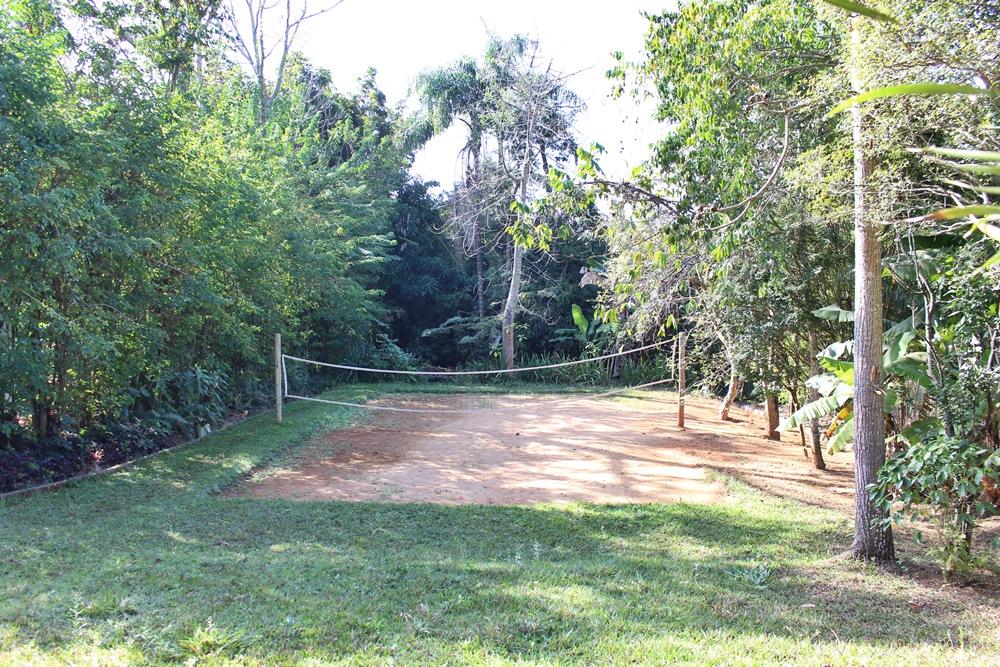 Quadra de vôlei ou peteca da Pousada Solar dos Montes, localizada no município de Santana dos Montes, a 130 quilômetros de Belo Horizonte, em Minas Gerais.