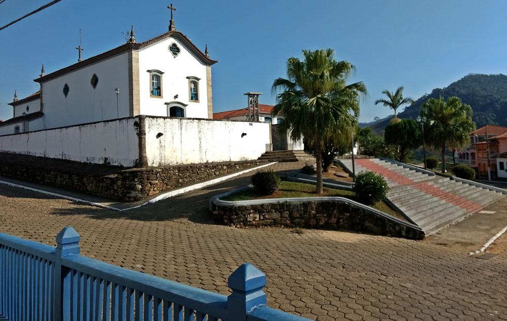 Igreja Matriz de Santana dos Montes, a 130 quilômetros de Belo Horizonte, em Minas Gerais. Ótima opção de descanso para casais e famílias.