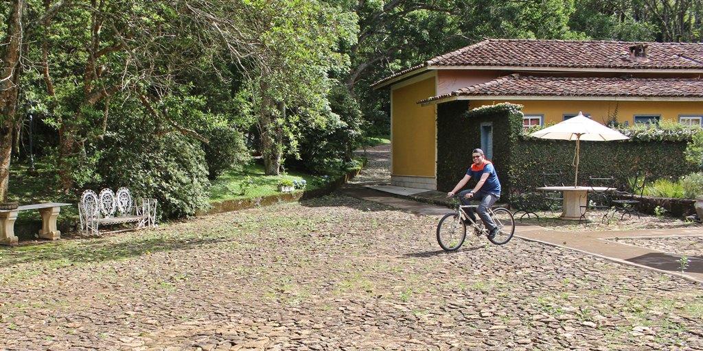 Bicicletas são emprestadas aos hóspedes na Fazenda Santana Marina, em Santana dos Montes.