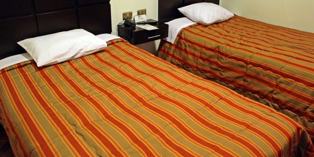 Hostal El Triunfo, hospedagem barata e super bem localizada em Cusco. As camas de solteiro são maiores que as que temos aqui no Brasil.