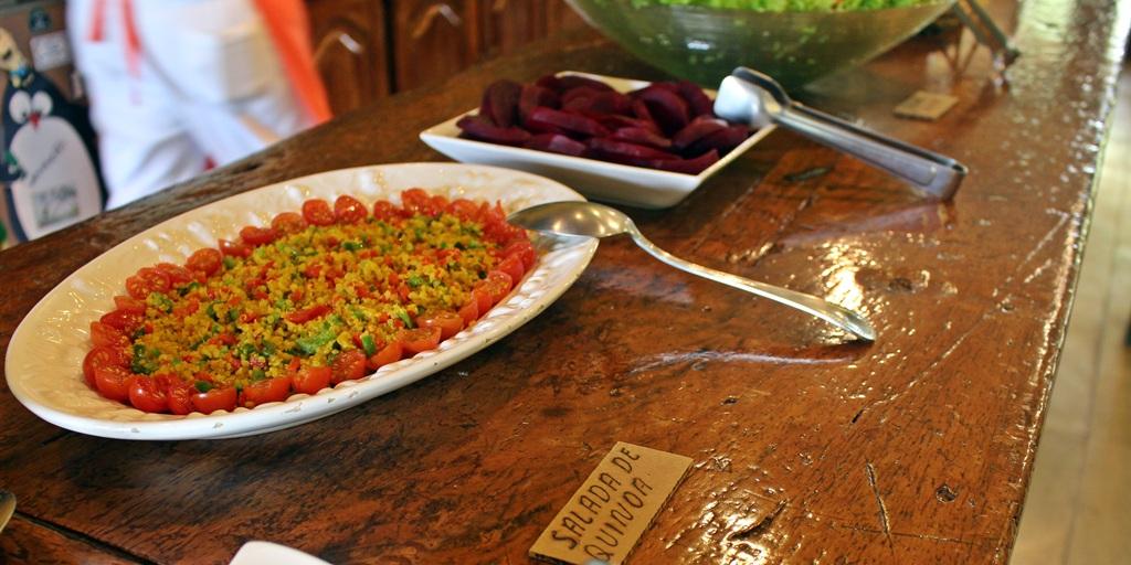 Salada de quinoa da Fazenda Santa Marina, em Santana dos Montes, Minas Gerais.