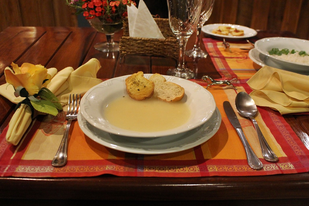 Sopa de mandioca como entrada no jantar da Fazenda Santa Marina.