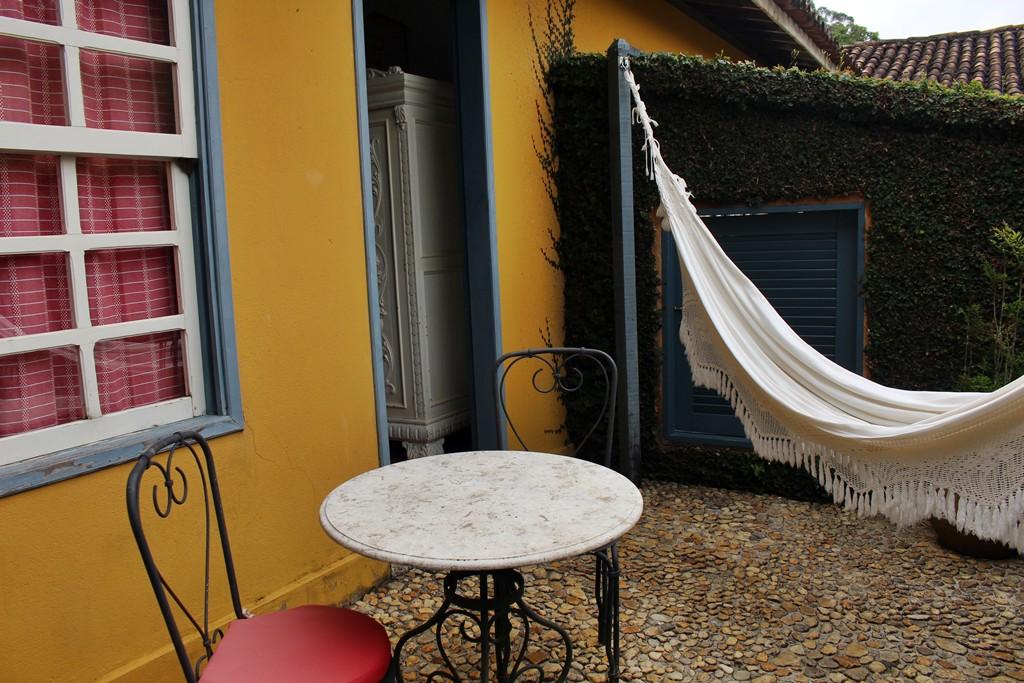 Varanda do quarto vermelho da Casa de Hóspedes da Fazenda Santa Marina.
