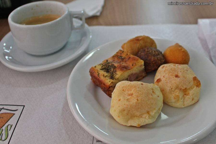 Café da manhã do Frimas Pampulha Hotel. Não pode faltar o pão de queijo.
