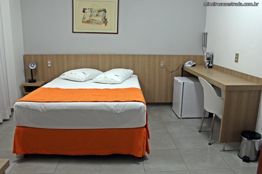 Quarto do Pampulha Frimas Hotel, confortável e amplo.