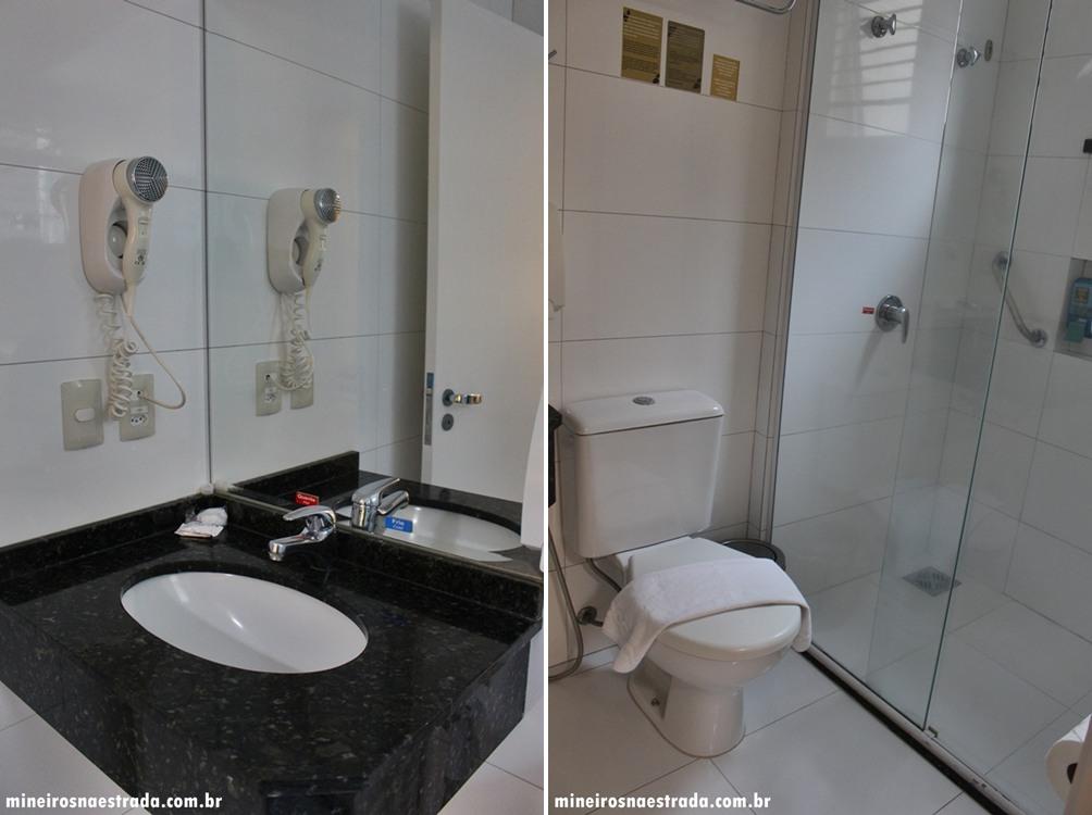 Banheiro do quarto superior do Best Western Tarobá Hotel, uma excelente opção de hospedagem em Foz do Iguaçu.