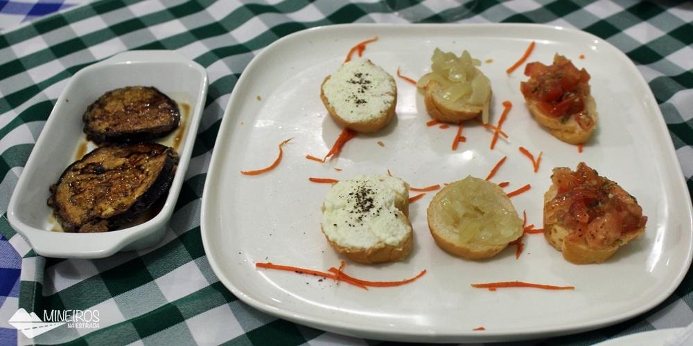 Entradas servidas no La Bettola di Nonna Anna, restaurante italiano em Foz do Iguaçu.