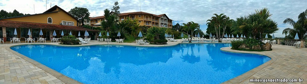 Vista panorâmica da área das piscinas externas do Monreale Hotel Resort, em Poços de Caldas.