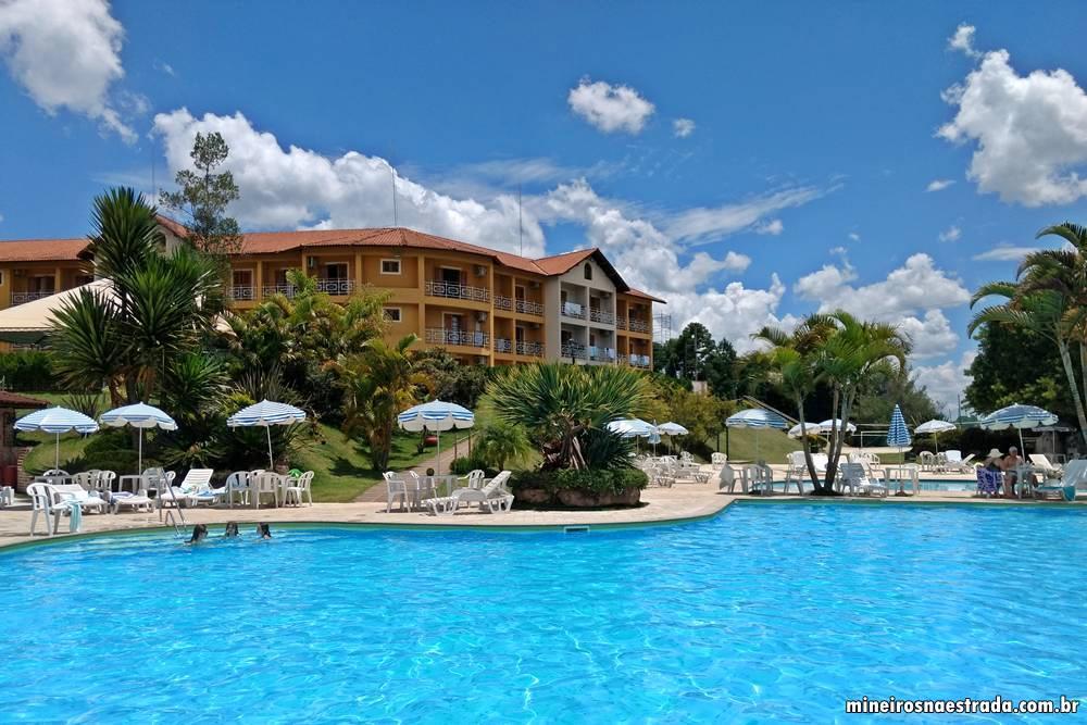 Uma das piscinas externas do Monreale Resort Hotel, em Poços de Caldas.