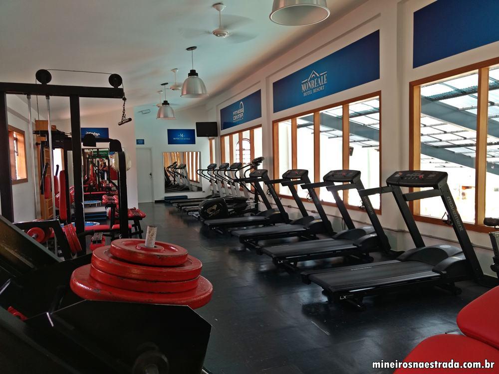 Academia do Monreale Hotel Resort, em Poços de Caldas, equipada com esteiras, bicicletas e aparelhos de musculação.