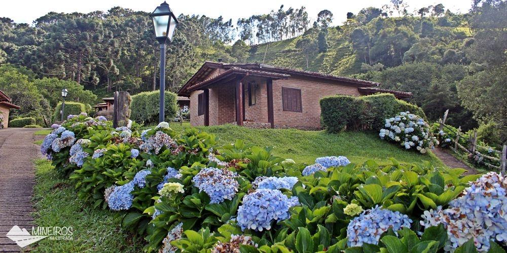 Chalé da Pousada do Rio, uma pousada em meio a montanhas, na zona rural de Gonçalves.