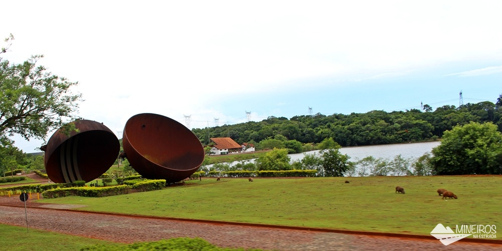 Essa grande esfera era usada para testar as unidades geradoras de Itaipu Binacional, para verificar se não havia vazamentos.
