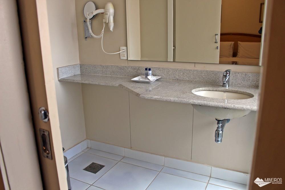 Banheiro do Max Savassi Apart Service, excelente opção de hospedagem em Belo Horizonte.