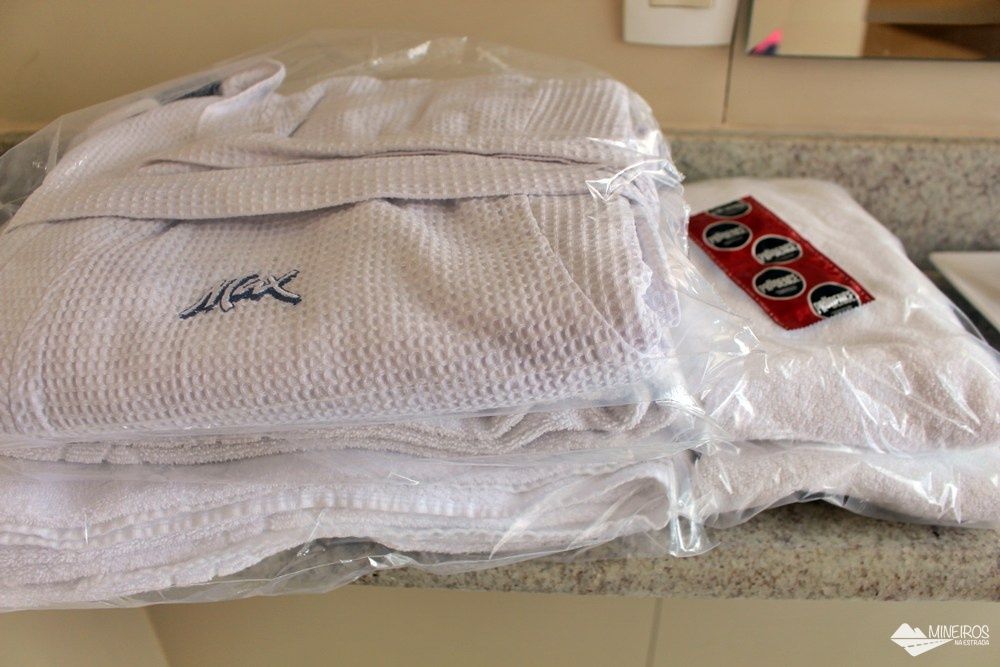 Roupões, toalhas e preservativos fornecidos pelo Max Savassi Apart Service, excelente opção de hospedagem em Belo Horizonte.