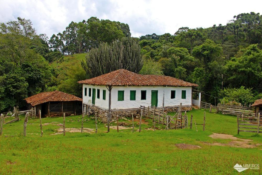 Casa de pau-a-pique, a mais antiga de Gonçalves, com, aproximadamente, 150 anos.